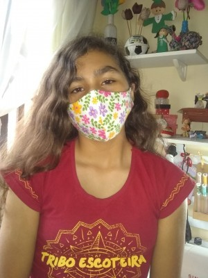 Escoteira faz doação de máscaras para Asilos de Paranaguá
